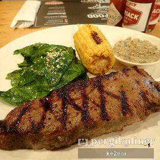 Foto 7 - Makanan(USDA Choice Beef Striploin 300gr) di Tokyo Skipjack oleh Myra Anastasia