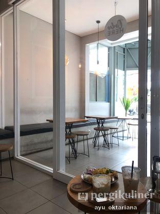 Foto 6 - Interior di Pivot Coffee oleh a bogus foodie