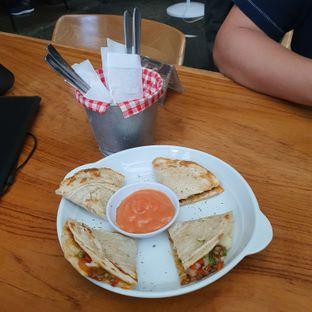 Foto 2 - Makanan(Quesadilla canai) di Equator Coffee & Gallery oleh Mrc Mrc