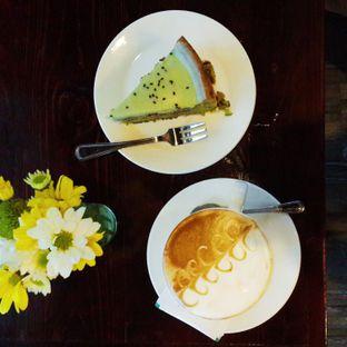 Foto 3 - Makanan(Matcha Souffle Cake & Cappucino) di Meet Me Cafe oleh @stelmaris