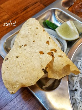 Foto 3 - Makanan(Papadam) di Little India Restaurant oleh Stanzazone