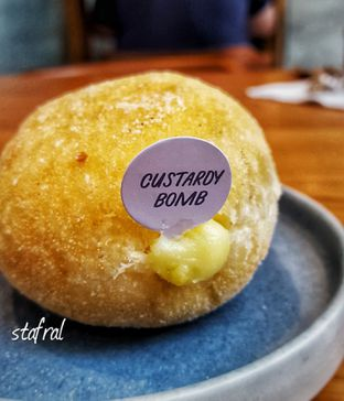 Foto 3 - Makanan(sanitize(image.caption)) di Haritts Donuts & Coffee oleh Stanzazone