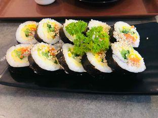 Foto 1 - Makanan(Tuna Gimbap) di Mukbang Kitchen & Coffee oleh Marina Fransiska Agustin