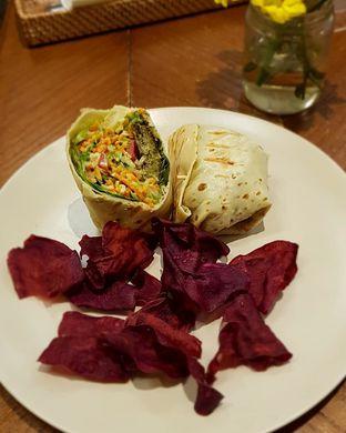 Foto 8 - Makanan di Burgreens Express oleh Hafizah Murdhatilla