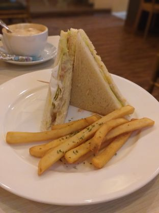 Foto 3 - Makanan(Tuna sandwich) di WaxPresso Coffee Shop oleh Sari Cao
