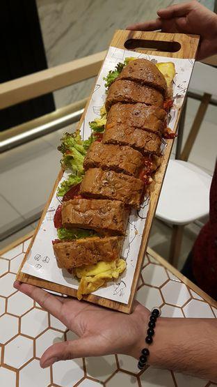 Foto 2 - Makanan di Barby's Bakery & Cafe oleh El Yudith