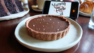Foto 6 - Makanan(Salted Caramel Pie) di Convivium oleh Yummyfoodsid