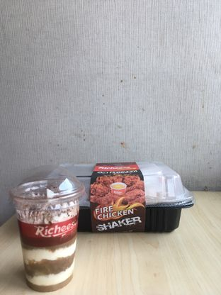 Foto 1 - Makanan di Richeese Factory oleh Prido ZH