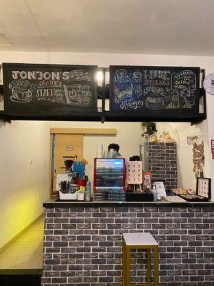 Foto 9 - Interior di Jonbon's Coffee & Eatery oleh Jeljel