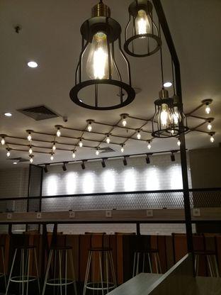 Foto 2 - Interior di BurgerUP oleh lisa hwan