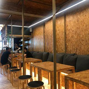 Foto 6 - Interior di Kedai BuruBuru Bakmi dan Kopi oleh Della Ayu