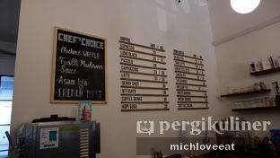 Foto 9 - Interior di Tuang Coffee oleh Mich Love Eat