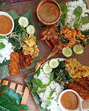 Foto 3 - Makanan di Pecel Pincuk Ayam Lodho Mbak Ti oleh Junior