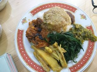 Foto 1 - Makanan di RM Pondok Minang Jaya oleh Sherli Sagita