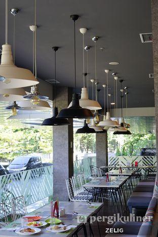 Foto 7 - Interior di sTREATs Restaurant - Ibis Styles Sunter oleh @teddyzelig
