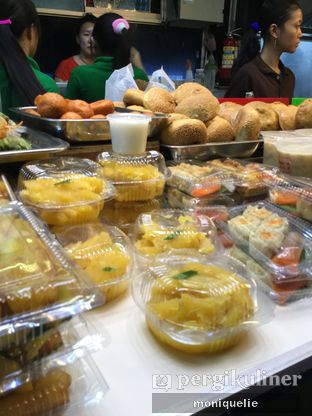 Foto 1 - Makanan(Jajanan lain juga ada, semua enak enak apalagi otak otaknya) di Cakue Peneleh oleh Monique @mooniquelie @foodinsnap