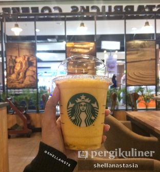Foto 1 - Makanan(Tropical Pom Pom Mango) di Starbucks Coffee oleh Shella Anastasia