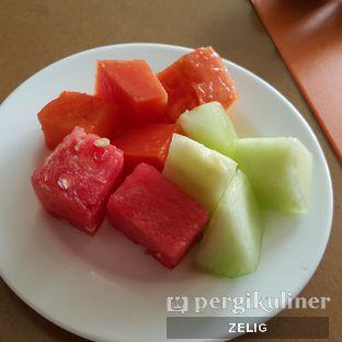 Foto 1 - Makanan(Fresh Fruits) di The Square - Hotel Novotel Bandung oleh @teddyzelig