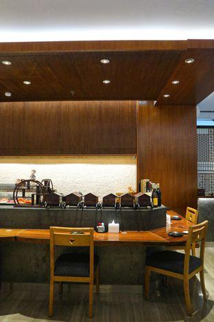 Foto 7 - Interior di Sushi Matsu - Hotel Cemara oleh thehandsofcuisine