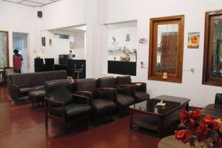 Foto 10 - Interior di Black Butler Cafe - Hotel Sanira oleh Novita Purnamasari