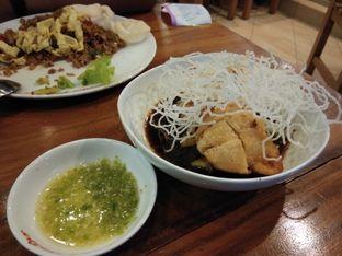 Foto 3 - Makanan(Pempek Keju, pempeknya lembut, kuahnya, sambelnya manteb ditambah bihun kering yg di goreng, makin kece penampilannya) di MM Juice oleh S. Sunna Fiyah