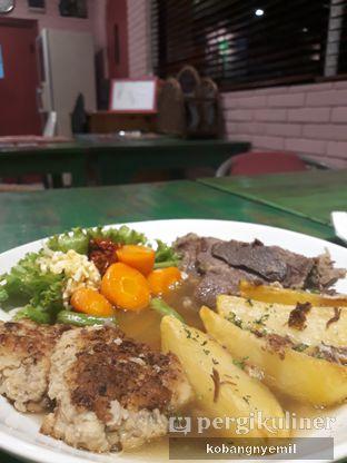 Foto 1 - Makanan di Bistik Delaris oleh kobangnyemil .