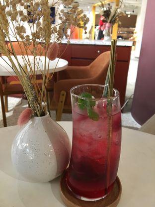 Foto 2 - Makanan(Straawberry Lemonade) di 11:11 Coffee oleh Jeljel
