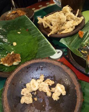 Foto 7 - Makanan(Cumi dan jamur yang datengnya telat) di Waroeng SS oleh Jocelin Muliawan