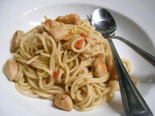 Foto 2 - Makanan(Spaghetti aglio olio) di Old Wood Bistro & Bar oleh Nena Zakiah