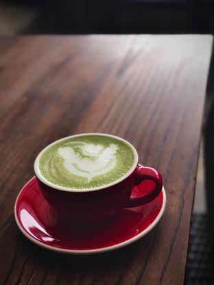Foto 2 - Makanan(Milky Matcha) di Ceritera Coffee Brunch & Culture oleh Fadhlur Rohman