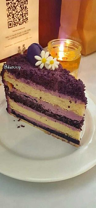 Foto 5 - Makanan(ube velvet cake) di Union oleh duocicip