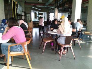 Foto 4 - Interior di Wok 'N' Tok - Yello Hotel Jemursari Surabaya oleh Rahmah Usman