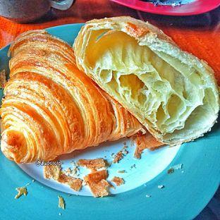 Foto 3 - Makanan(Croissant ) di Convivium oleh duocicip