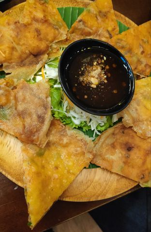 Foto 4 - Makanan(Crispy Thai Prawn Pancake) di Larb Thai Cuisine oleh Vita Amelia
