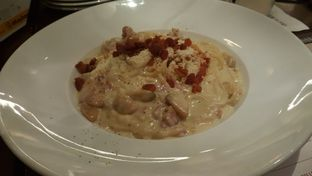 Foto 2 - Makanan(Carbonara ) di Mad for Garlic oleh Vising Lie