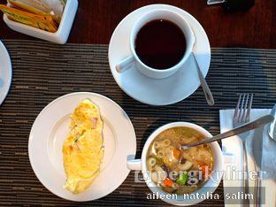Foto 1 - Makanan di Wood Restoran - Hotel Golden Tulip Passer Baroe oleh @NonikJajan