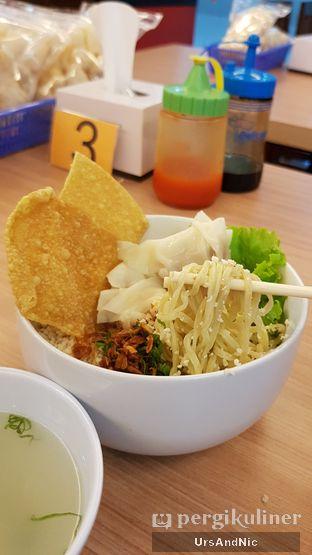 Foto 3 - Makanan(Cwimie Ayam pangsit rebus) di Pentol Edan oleh UrsAndNic
