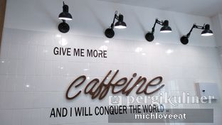 Foto 7 - Interior di District 7 Coffee oleh Mich Love Eat
