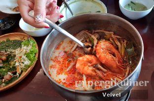 Foto 2 - Makanan(Tom Yum Seafood) di Larb Thai Cuisine oleh Velvel