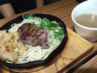 Foto 2 - Makanan di Hajime Ramen oleh Myrna Amalia