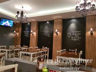 Foto 3 - Interior di Sop Kambing Medan Q8 oleh EATIMOLOGY Rafika & Alfin