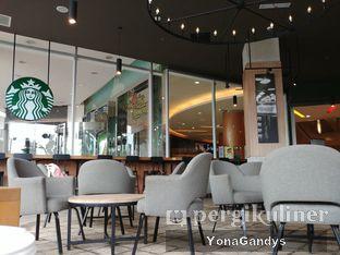 Foto 2 - Interior di Starbucks Coffee oleh Yona dan Mute • @duolemak