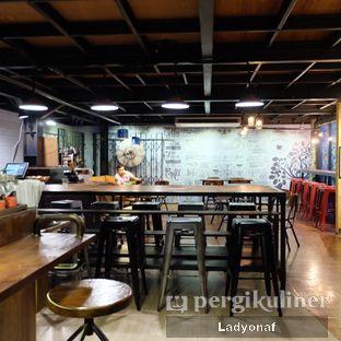 Foto 8 - Interior di Kopi Boutique oleh Ladyonaf @placetogoandeat