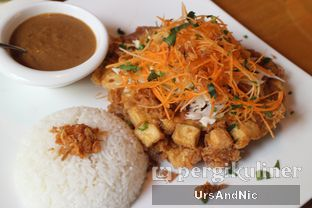 Foto 1 - Makanan(Tahu telor) di Thirty Three by Mirasari oleh UrsAndNic