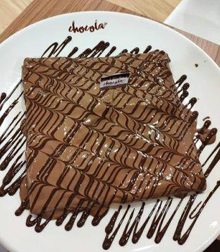 Foto - Makanan(Dalem nya brownis di balut coklat yg mantap) di Chocola Cafe oleh Nabila Assegaf