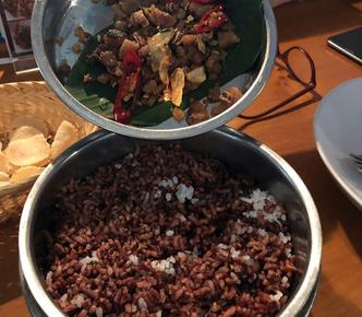 Foto Makanan di Warung Daun