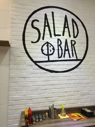 Foto 2 - Interior di Salad Bar oleh Ryan Vonco