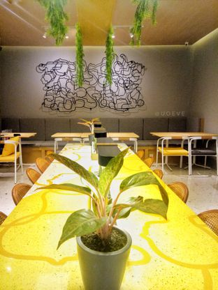 Foto 7 - Interior di Social Affair Coffee & Baked House oleh Uoeve Vee