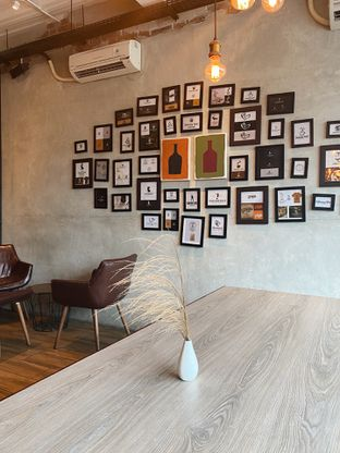 Foto 2 - Interior di Dancing Goat Coffee Co. oleh inggie @makandll