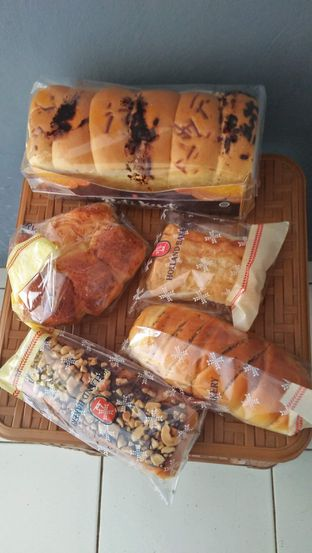 Foto review Holland Bakery oleh Review Dika & Opik (@go2dika) 5
